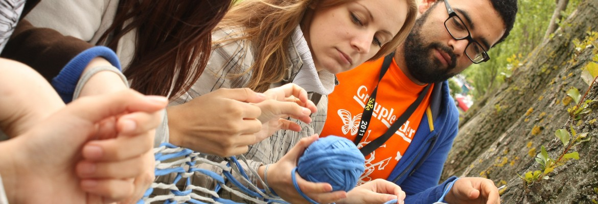 ISWI participants guerilla knitting (photo by Katja Schmidt)